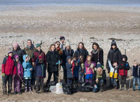 beach clean volunteers
